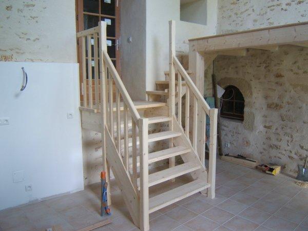 Menuiserie gaucher escaliers escalier pin avec palier quart tournant ve - Escalier 2 quart tournant avec palier ...